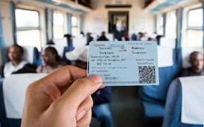 """开往印度洋港口的""""中国造""""列车"""