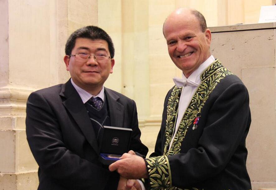 两名中国科学家获颁法国科学院年度大奖