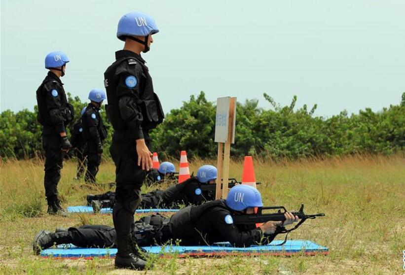 中国驻利比里亚维和警察防暴队首次组织实弹射击训练