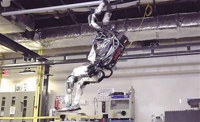 """机器人还会后空翻?看它如何""""炼""""成这一技能"""