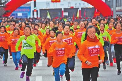 2017甘肃·定西半程马拉松在陇西县鸣枪开跑