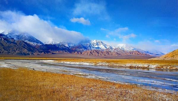 探寻一份矜持与神秘 冬日肃北盐池湾美若蓝色天堂