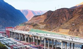 越沟跨河架彩虹 钻山穿岭筑通途——渭源至武都高速公路建设纪实