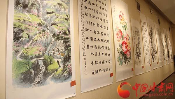 民盟甘肃省委爱心扶贫书画作品义拍在兰举行 共拍出书画作品200幅(图)