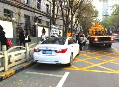 兰州:黄色网状线内仍有司机违停