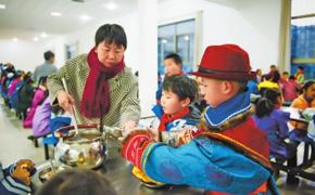 酒泉市肃北县蒙古族学校严把在校学生的伙食质量关