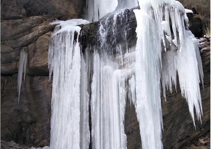 冬季去陇南宕昌官鹅感受最美冰瀑震撼力