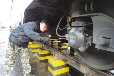 12月28日新列车运行图将实施 兰州车辆段多举措确保列车平稳运行(图)