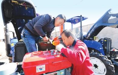 临夏州康乐县组织开展送农机、送技术下乡活动