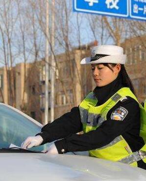 兰州市交警支队周末正常处理交通违法