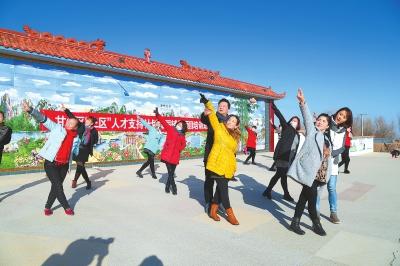 张掖市甘州区:冒着严寒给花寨乡西阳村民培训舞蹈