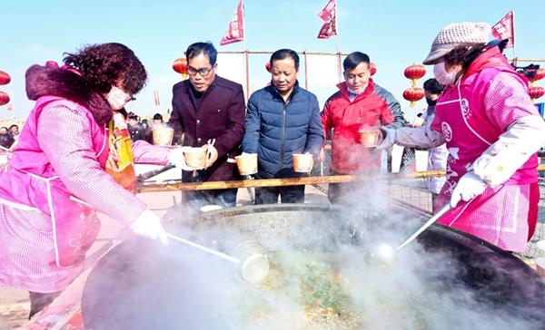 """张掖山丹:5万人同享""""大锅饭""""过冬至"""
