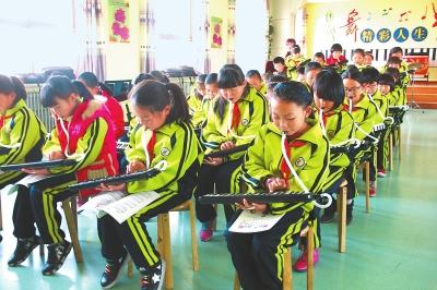 白银市靖远县回民小学学生在上兴趣班