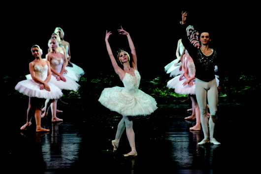 俄罗斯古典芭蕾舞剧《天鹅湖》在敦煌大剧院上演(图)