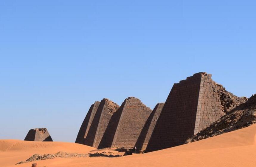 探访世界文化遗产苏丹金字塔