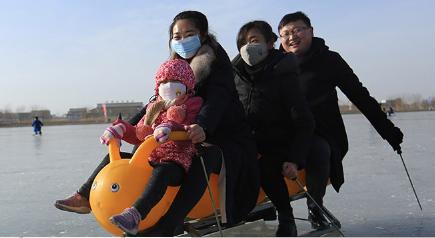 元旦假期:张掖滑冰欢乐过新年