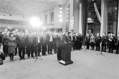 兰州市十六届人大二次会议闭幕 张伟文等向宪法宣誓