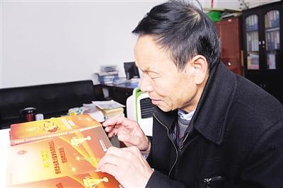 出彩甘肃人:61岁夏荣辉痴心音乐原创歌曲获金奖