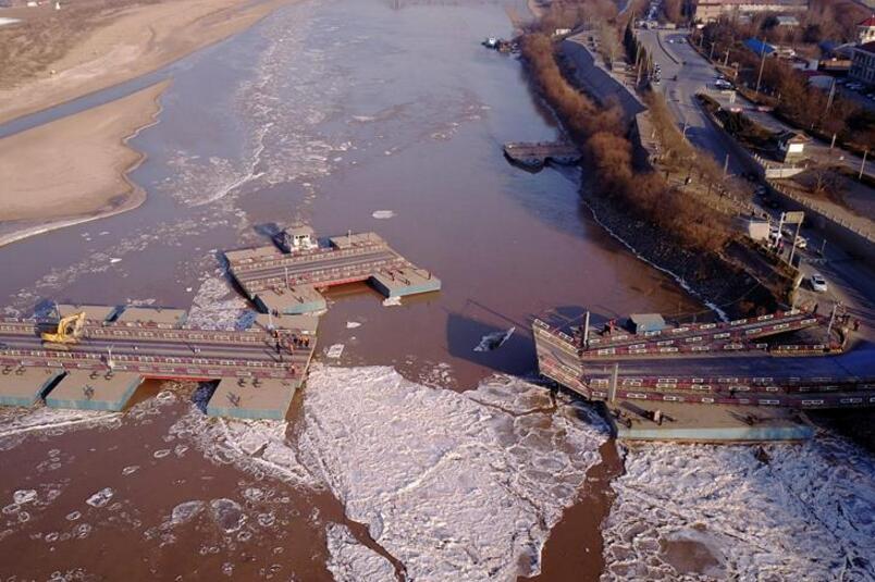 山东济南:拆除浮桥迎凌