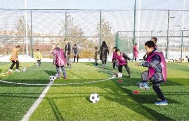 """平凉华亭体育运动公园成群众""""健身房"""""""