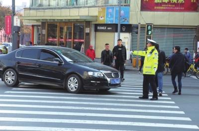 兰州交警曝光第四批机动车驾驶员不礼让斑马线交通违法行为