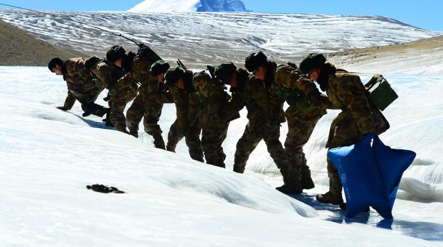 风雪戍边的中国军人:祖国山河一寸不能丢