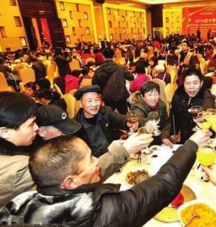 甘肃:春节临近年夜饭预订紧俏