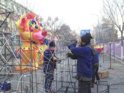 """2018金城西固迎春灯会2月8日开灯 能工巧匠""""绣""""花灯(图)"""