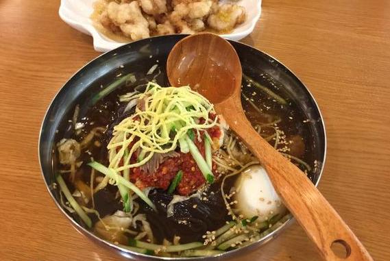 米其林厨师在仁川机场卖冷面