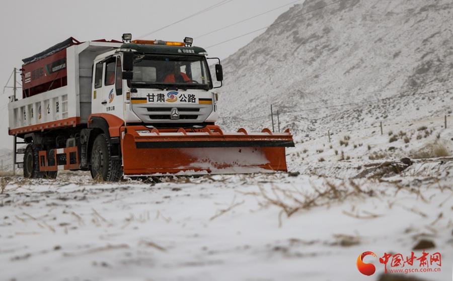 张掖山丹:除雪保畅通