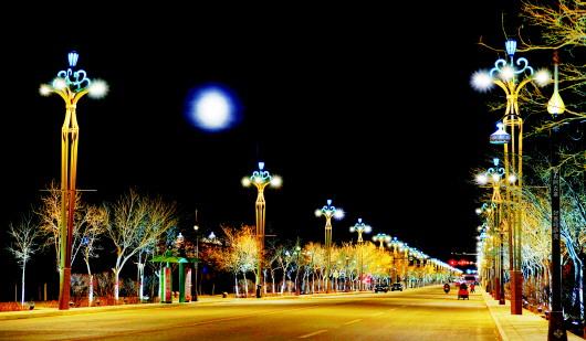 灯光璀璨的酒泉阿克塞县城夜景(图)