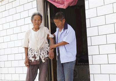 为一句承诺 庆阳市西峰区显胜乡夏刘村男子王雄义务照顾独居老人20多年
