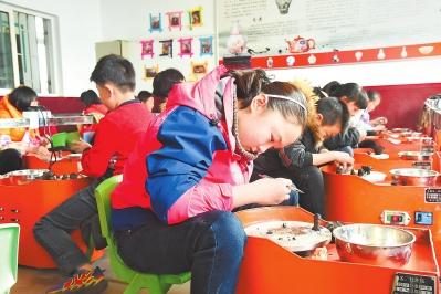 白银市平川区广大青少年体验泥塑制陶工艺
