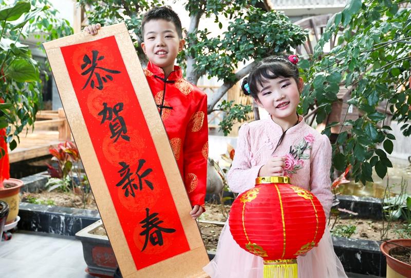 甘肃张掖:秀旗袍 迎新春
