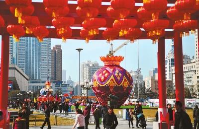 甘肃省城兰州东方红广场张灯结彩、年味渐浓