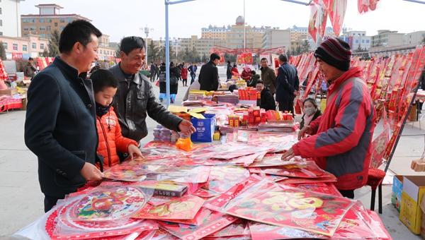 张掖民乐:红红火火办年货