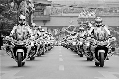 """兰州市交警支队组建摩托化机动快速反应大队 """"金城快骑""""上路警卫保畅"""