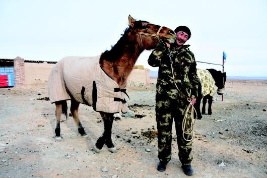 【新春走基层】记者感受酒泉肃北县石板墩村牧民乌兰夫的多样生活(图)