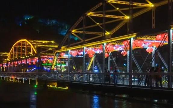 兰州:璀璨彩灯亮起来 今年春节看灯去