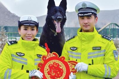 """兰州警员携警犬送""""福""""祝平安(图)"""