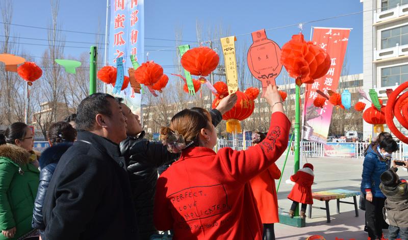 温暖中国|酒泉瓜州:猜灯谜闹元宵 传统文化出奇彩(图)