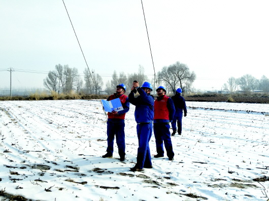 国网酒泉市肃州区供电公司巡查输电线路(图)