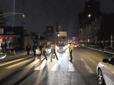 保障学生上下学交通安全 兰州安宁交警大队设置护学岗