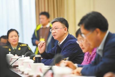 住甘全国政协委员审议政协工作报告(图)