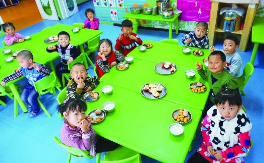 酒泉阿克塞入园幼儿吃上免费餐(图)