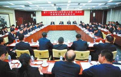甘肃代表团分组继续审议政府工作报告 杨晓渡林铎唐仁健等参加审议