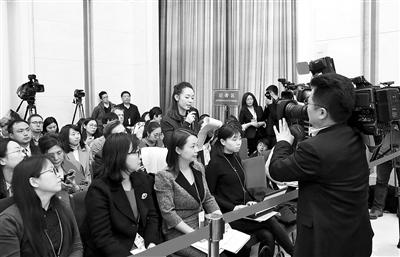 70多家中外媒体聚焦甘肃代表团开放日 林铎唐仁健等代表回答提问