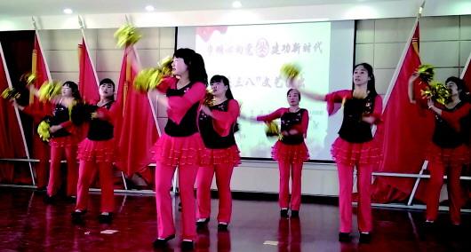 """酒泉金塔镇举办""""巾帼心向党·建功新时代""""文艺演出(图)"""