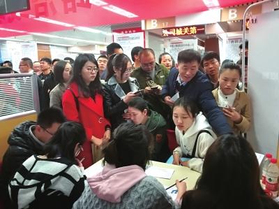 甘肃省举行人才招聘会 新区携15家单位入场揽才(图)