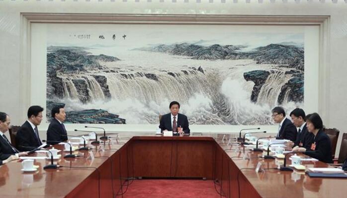 十三届全国人大一次会议主席团常务主席第三次会议举行 栗战书主持